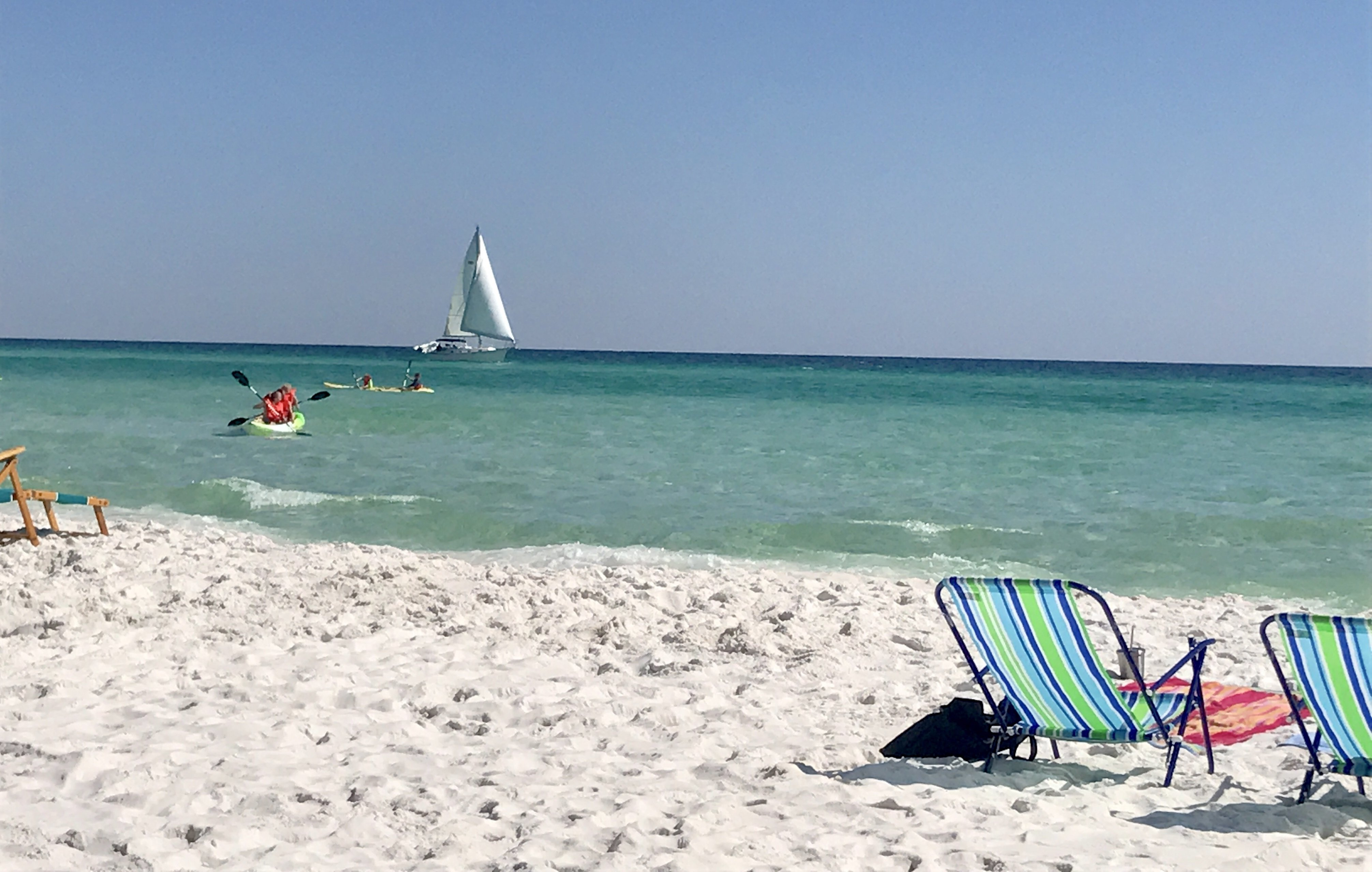 white sand chairs boat at sandnsol destin