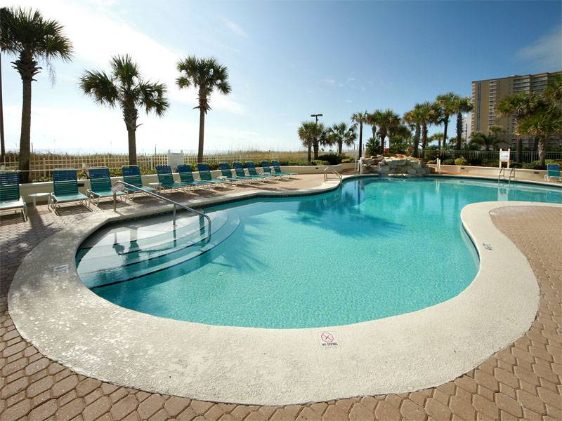 pool and palms trees at sandnsol oceanfront conto jade east destin