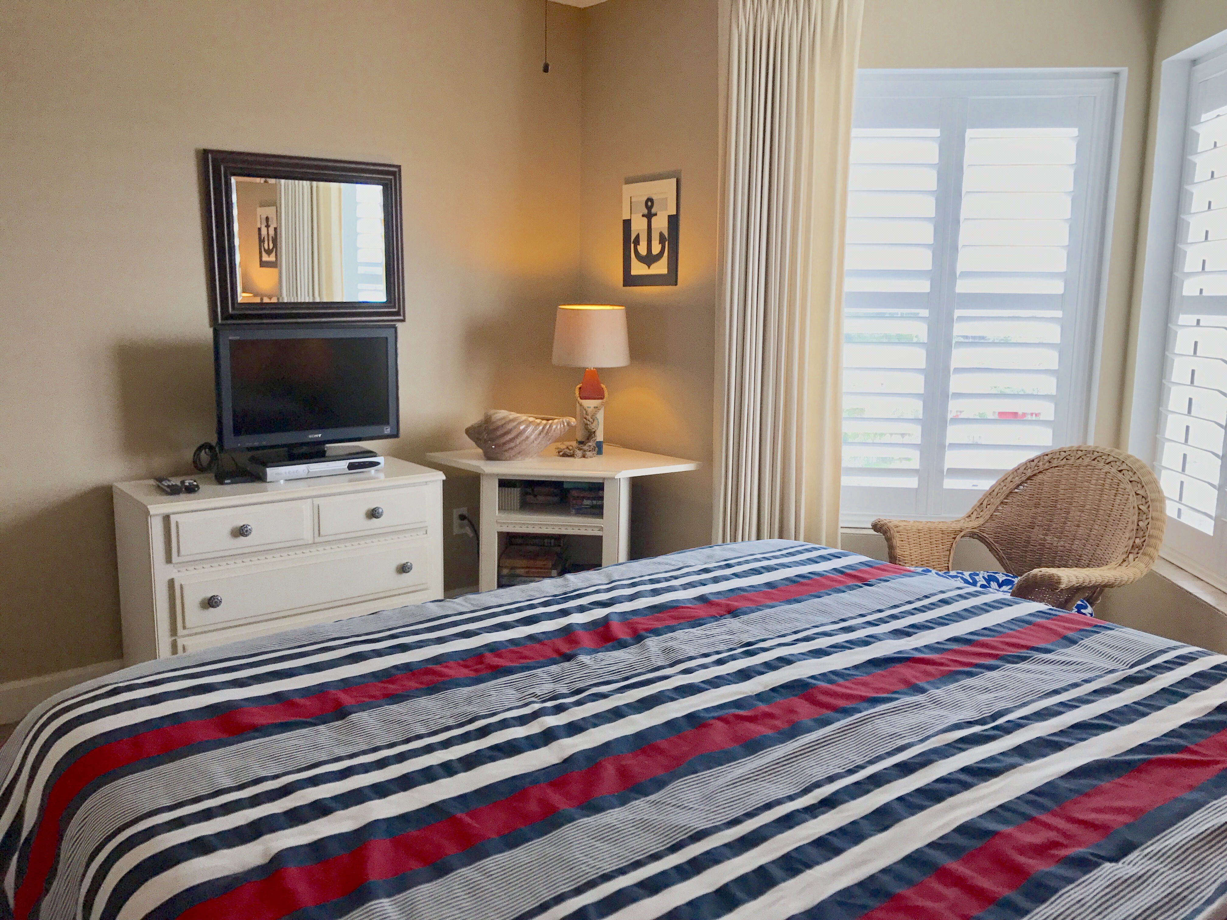 red white blue bedroom sandnsol destin condo