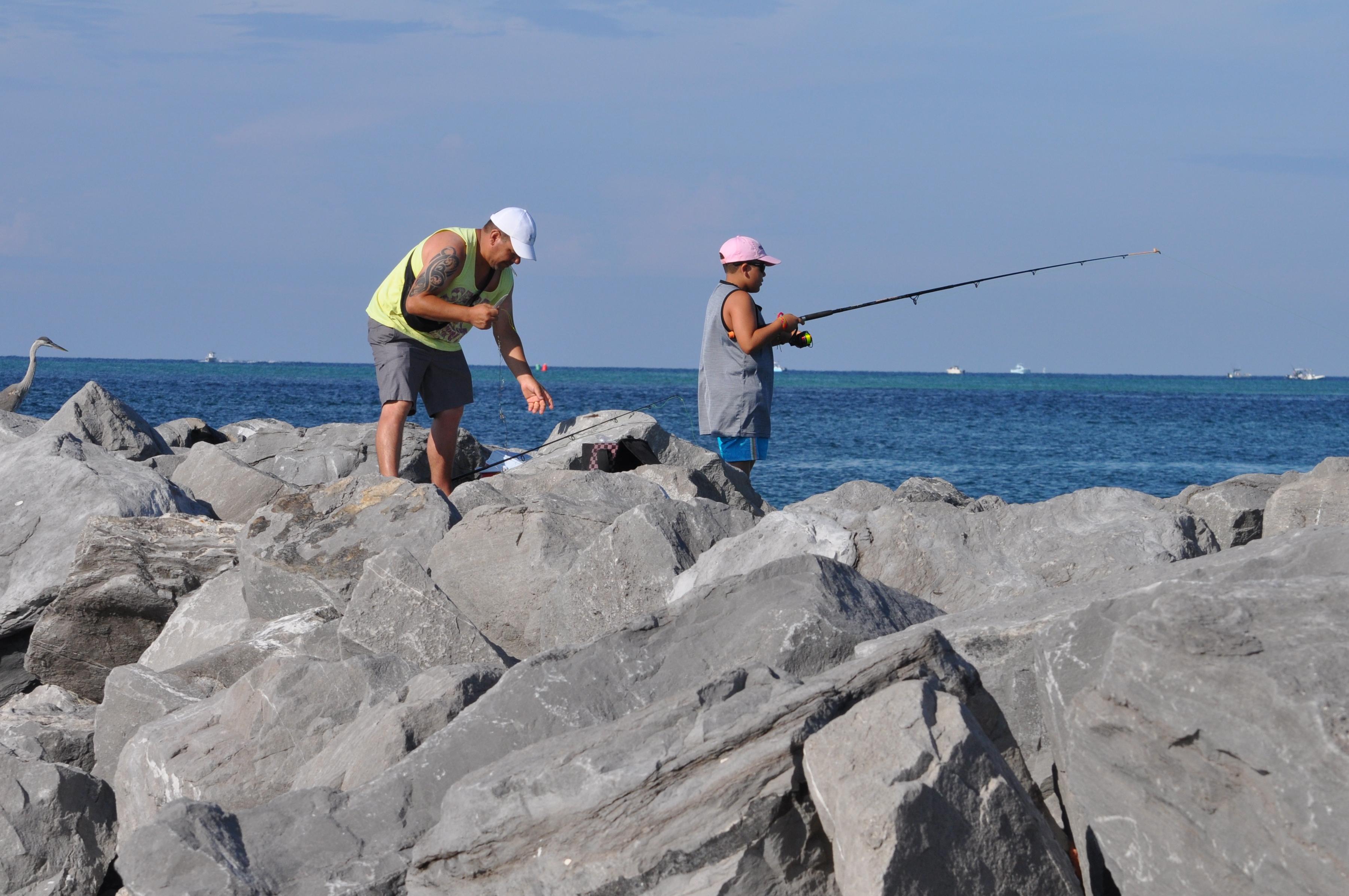 father son fish destin jetty