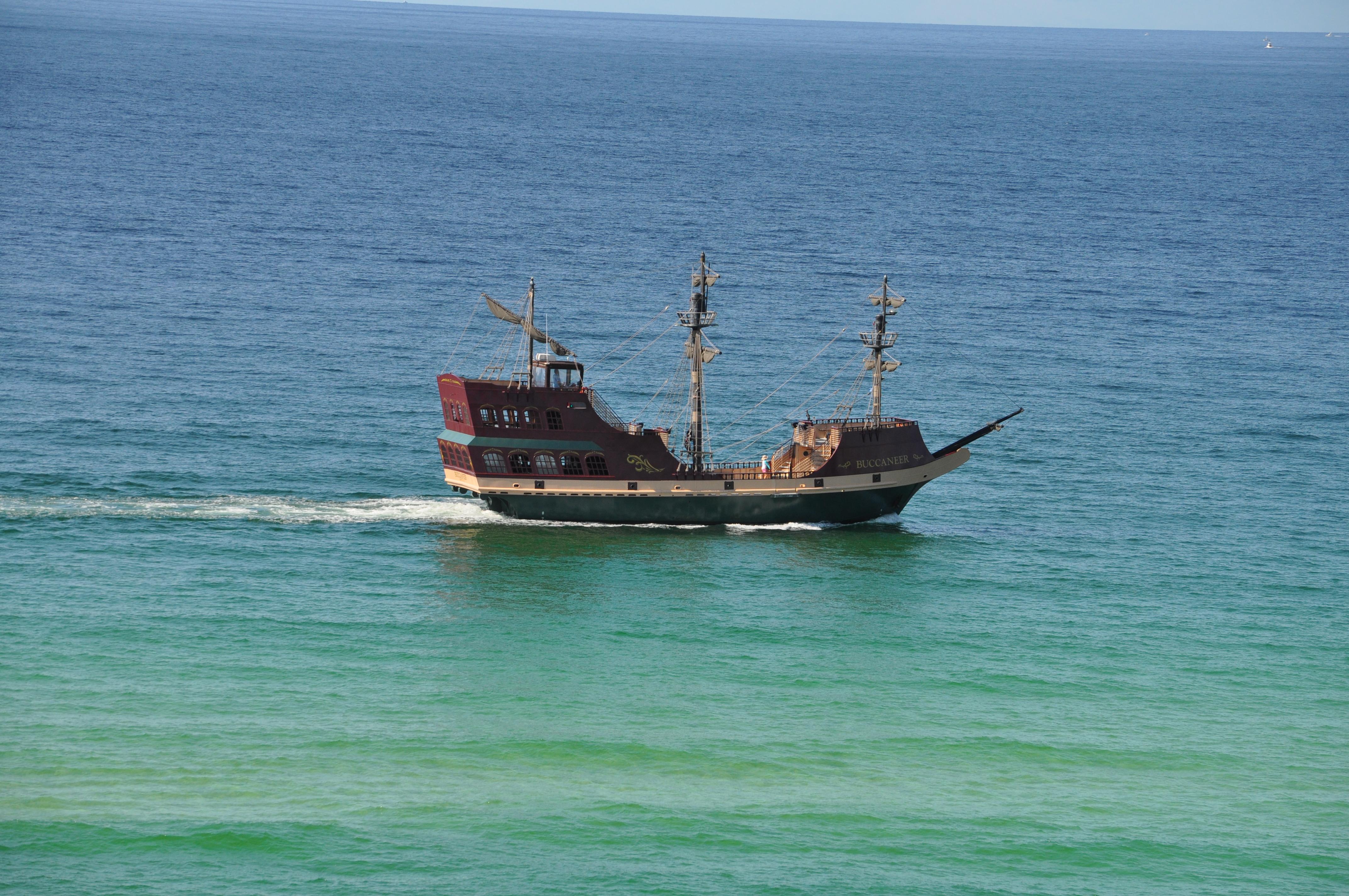 Buccaneer ship outside Sandnsol Destin