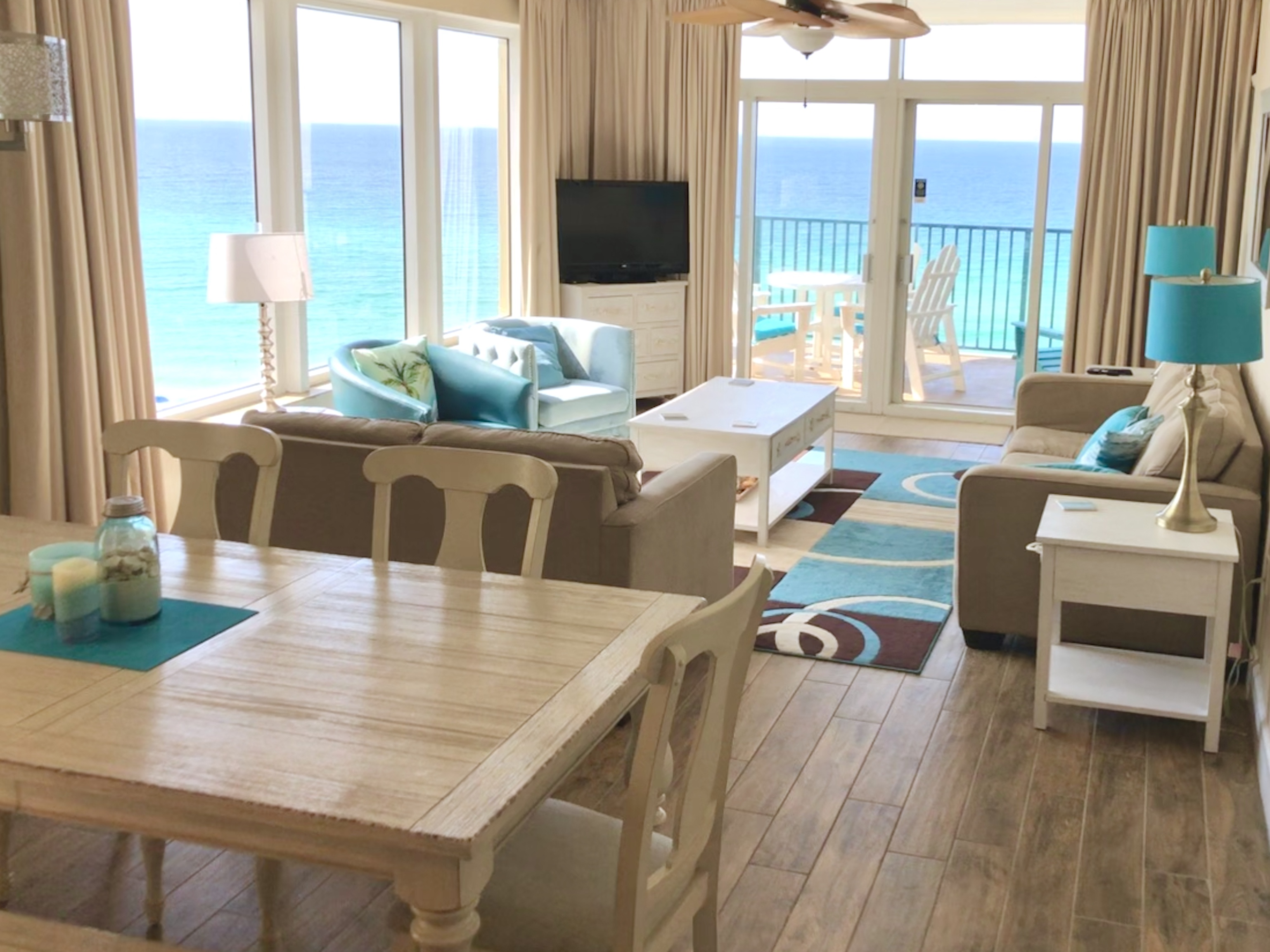 dining and family room at Sandnsol destin condo