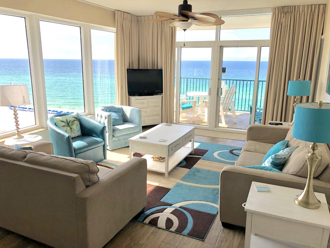 sunny family room at Sandnsol Destin condo
